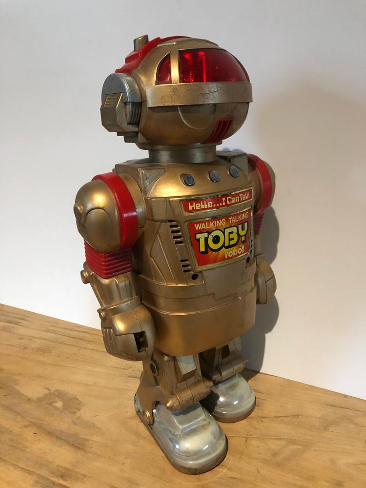 EXCLU-ROB-001 - Robot Toby 02