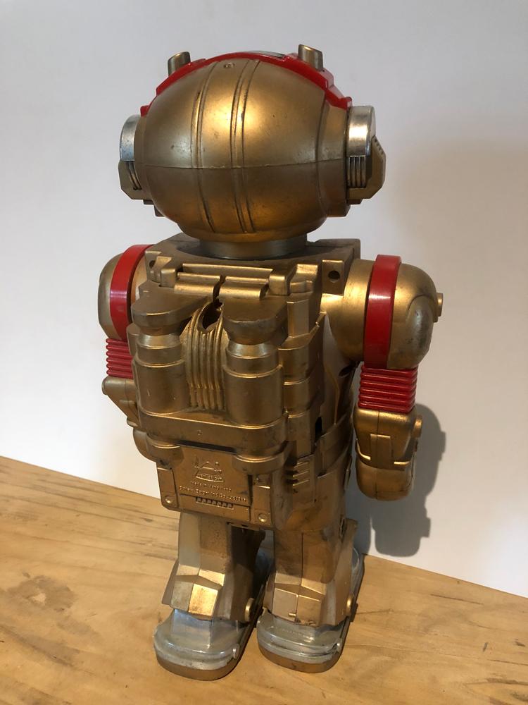 EXCLU-ROB-001 - Robot Toby 04